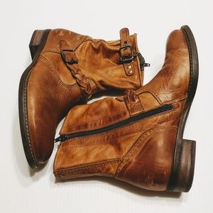 PAUL GREEN Munchen Distressed Leather Boots buckle